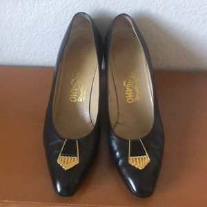 Ferragamo Classic Mid Heel Black Leather Pump 7.5B
